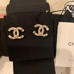 CHANEL Jewelry - BRAND NEW 2020 Chanel CC Crystal Gold Earrings ❤️